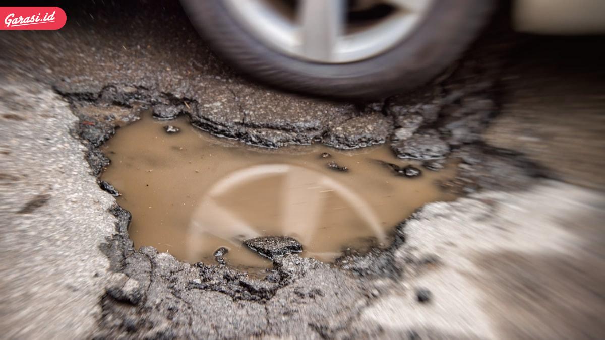 7 Penyebab Ban Mobil Pecah dan Cirinya