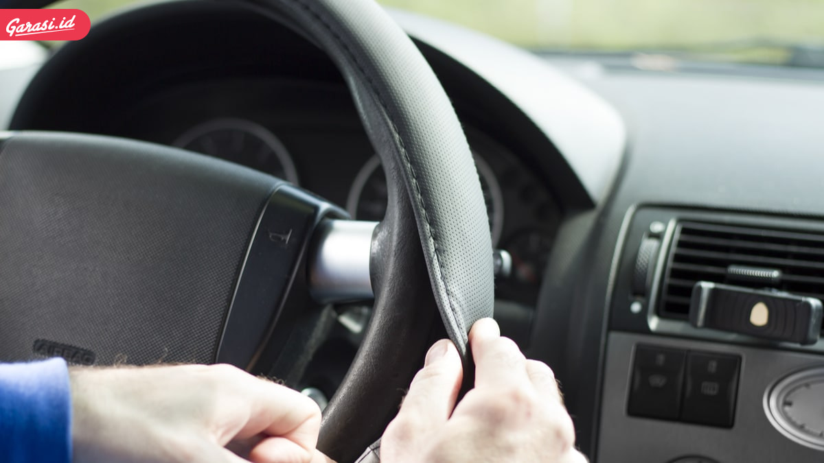 7 Aksesoris Mobil yang Membahayakan Selama Berkendara