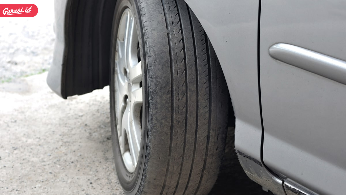 Kenali Ciri Ban Mobil Rusak dan Akibat Jika Digunakan Terus Menerus