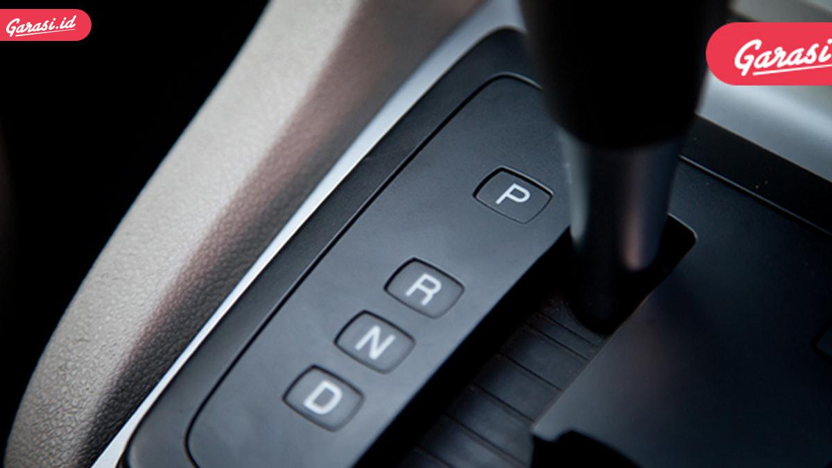 Ingat Lagi, Mobil Matik Bisa Parkir Pararel Dengan Tombol 'Shift Lock'