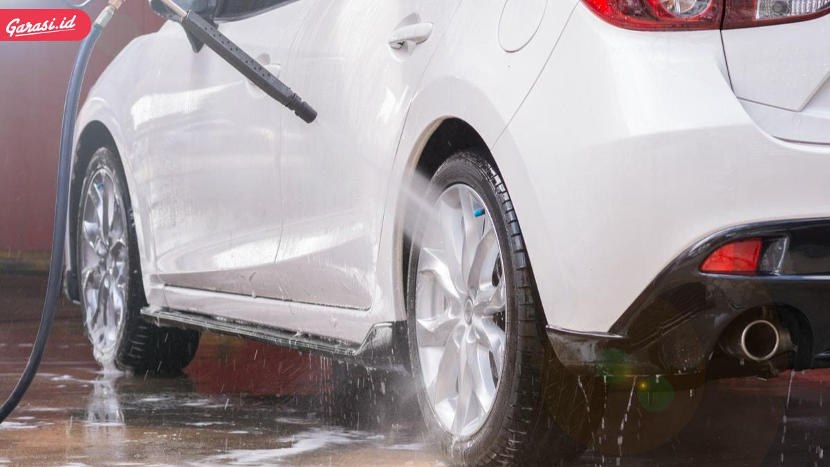7 Tips dan Langkah Untuk Merawat Mobil Putih Agar Selalu Tetap Mengkilap