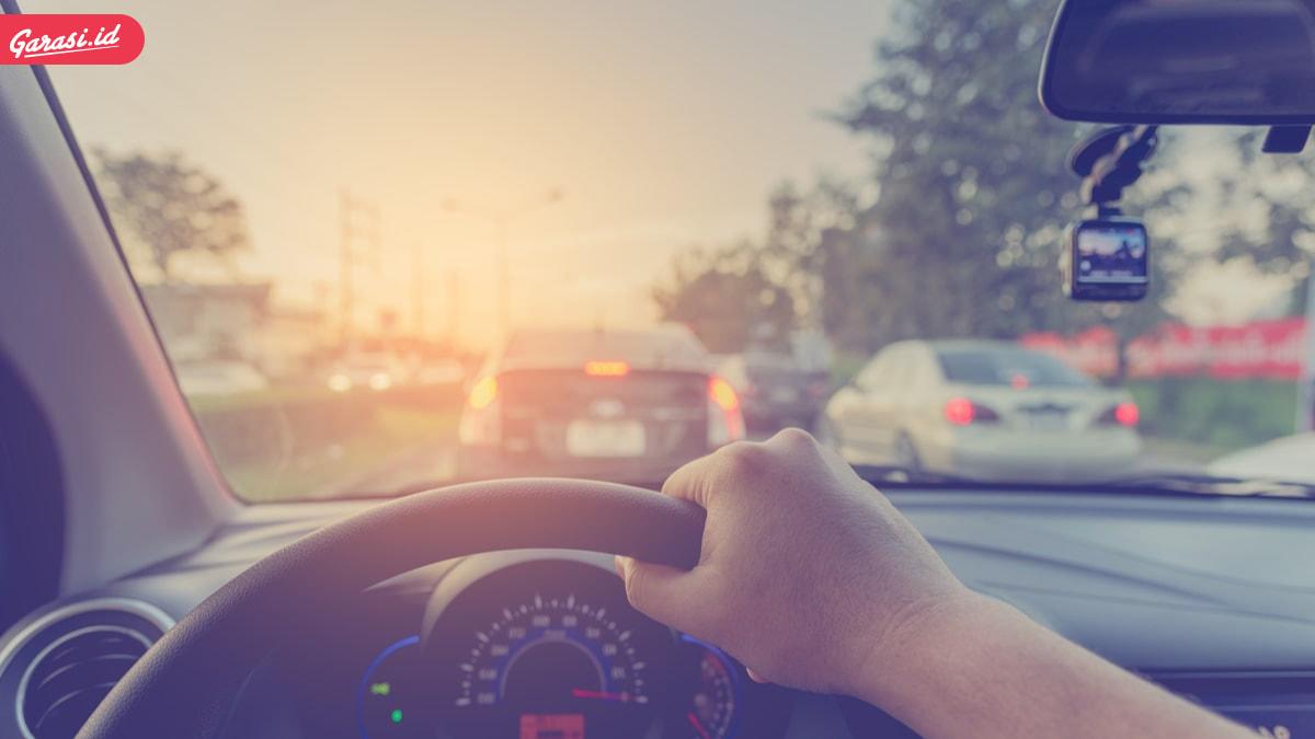 5 Tips Mengemudi Mobil Matic yang Irit Bahan Bakar