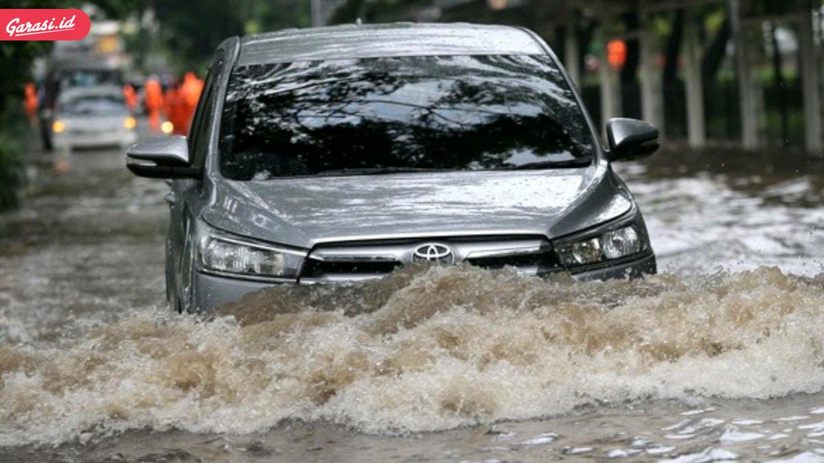 7 Tips Berkendara yang Aman Saat Musim Hujan