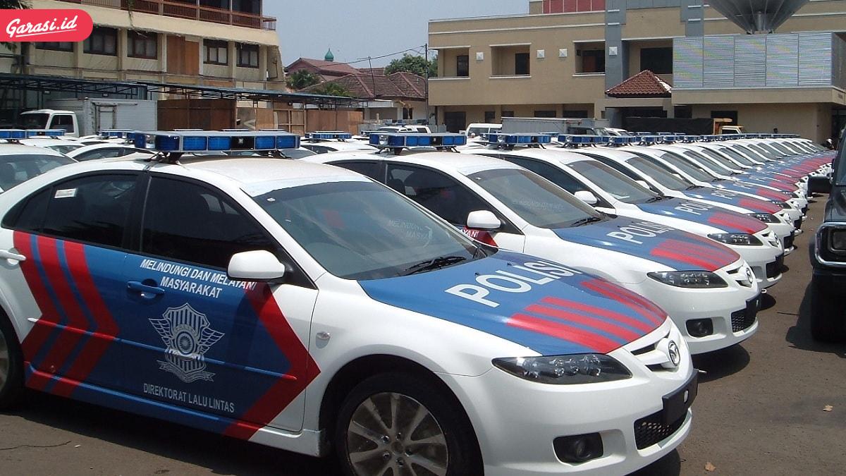 5 Mobil Aparat Kepolisian yang Dirusak Para Demonstran