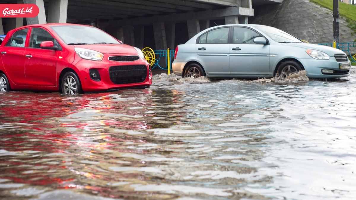 8 Tips Mengatasi Mogok Saat Mobil Menerjang Banjir