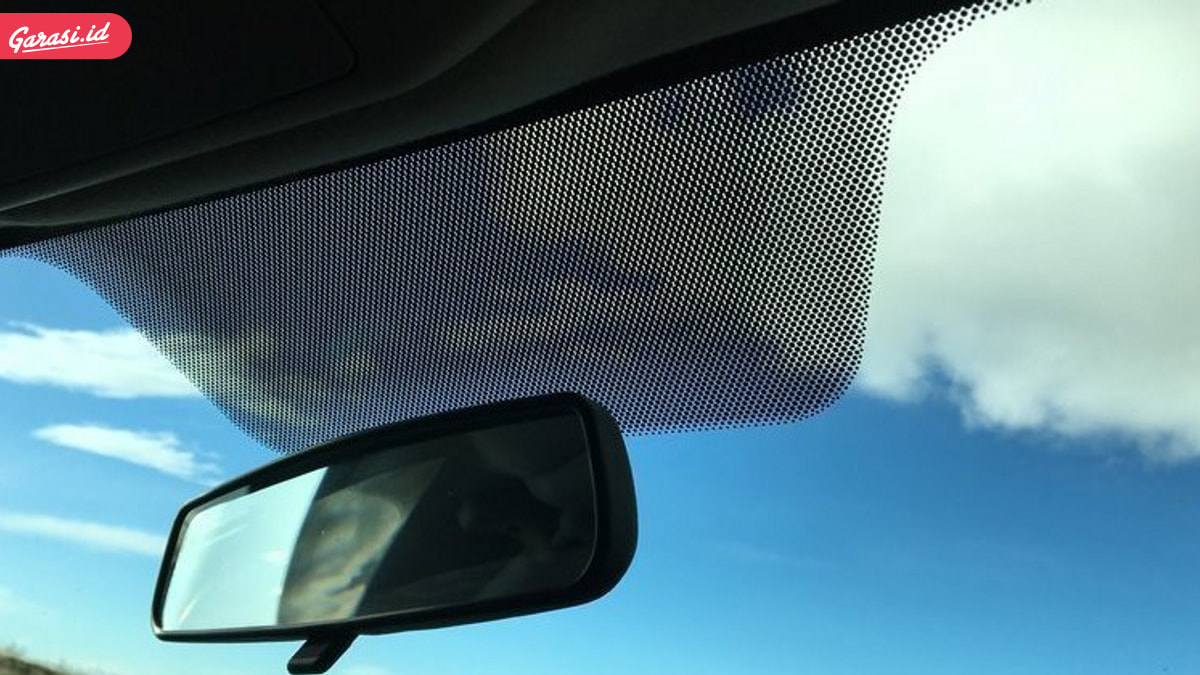 'Bingkai' Hitam di Kaca Mobil, Ternyata Ini Fungsinya