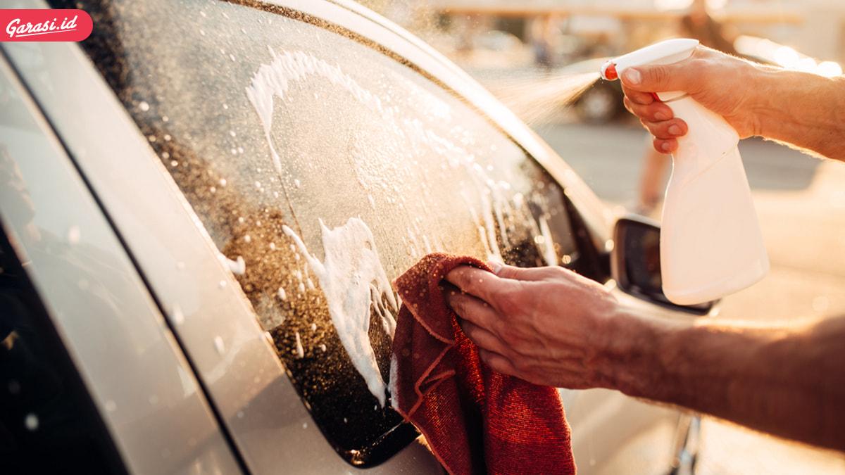 Hujan Bikin Jamur Kaca Muncul? Begini 10 Tips Menghilangkan Jamur Kaca Mobil