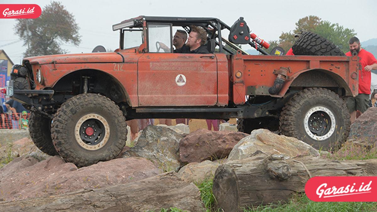 Trik Mudah Mobil Offroad Libas Sungai