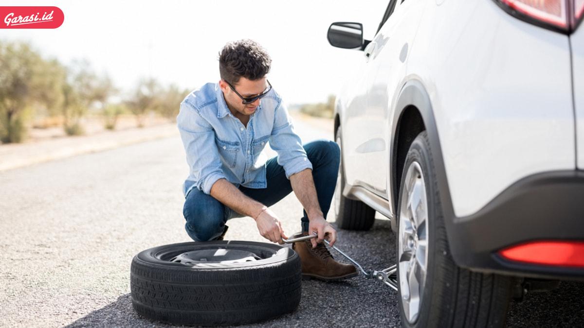 Cara Gampang Ganti Ban Mobil Yang Benar, Simak Ini