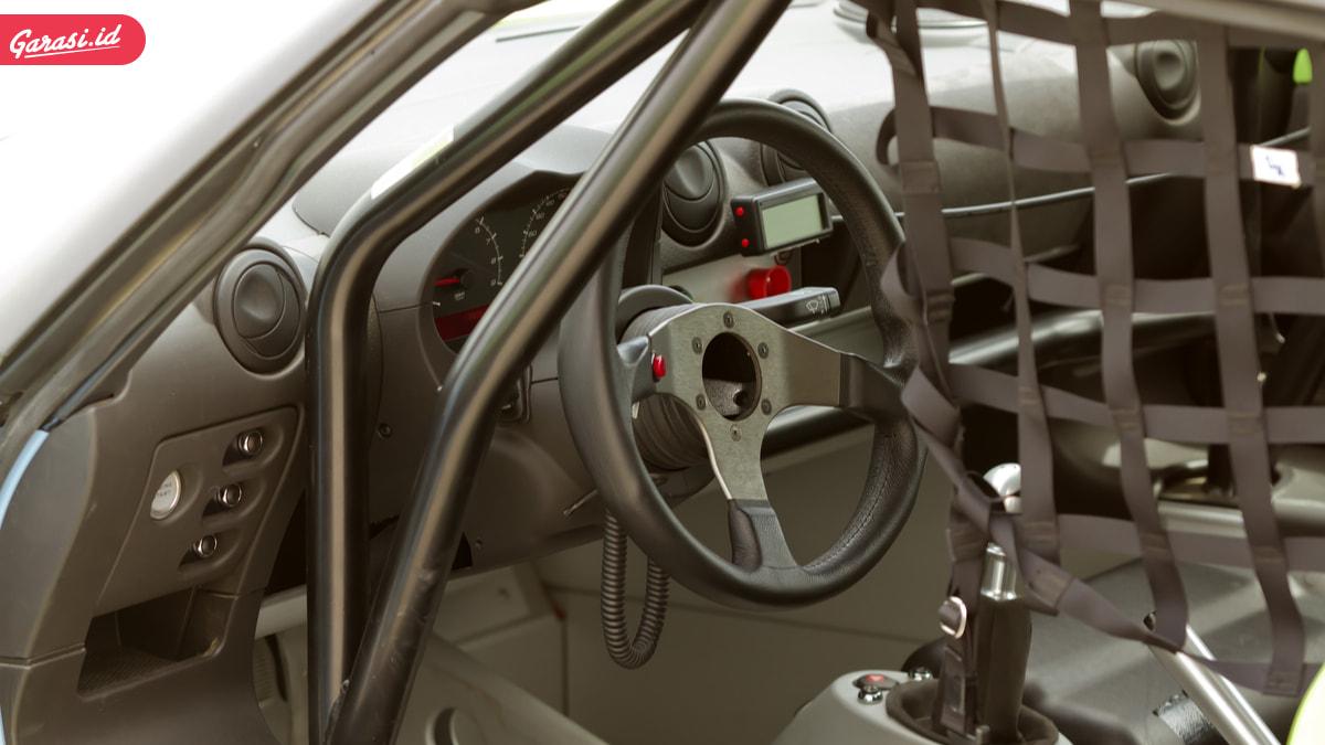 Ingin Tampil Seperti Mobil Balap Dengan Roll Bar, Perhatikan Ini