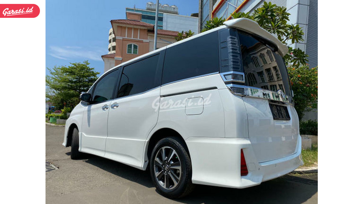 Kemewahan Si Bongsor Toyota All New Voxy