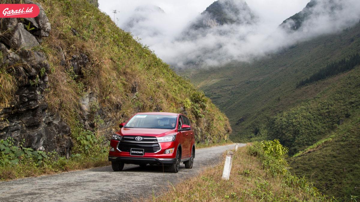 Cari Mobil Keluarga Yang 'Komplit', Simak Kelekbihan dan Kekurangan Toyota Kijang Innova Venturer