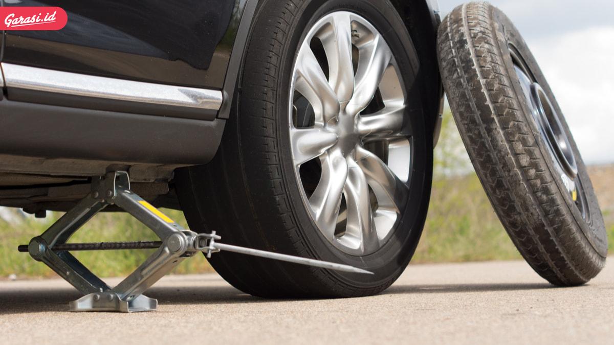 Ingin Mengganti Ban Mobil? Begini Mekanisme yang Benar Menggunakan Dongkrak Mobil Untuk Mengganti Ban