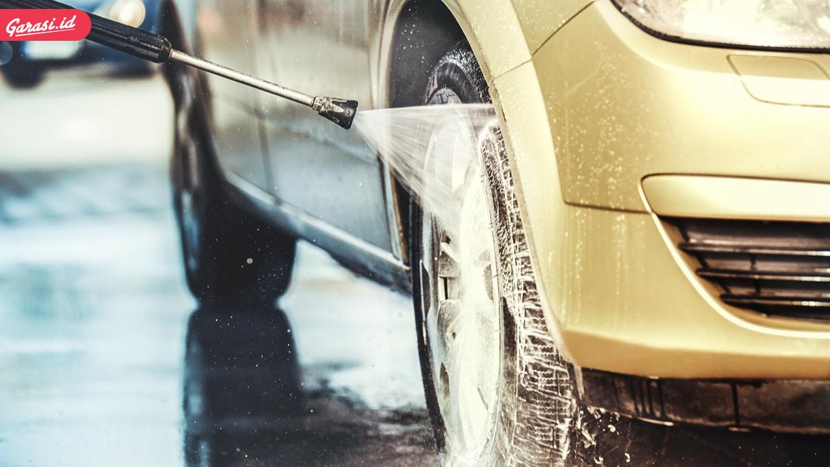 Jangan Mencuci Mobil di Tempat Pencucian, Berbahaya! Ini Cara yang Benarnya