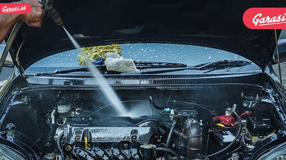 Bersihkan Mobil Hingga Ke Mesin, Memang Boleh?
