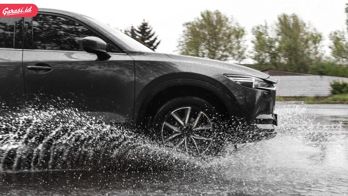 4 Aksesoris Mobil Ini Sangat Bermanfaat Saat Musim Hujan