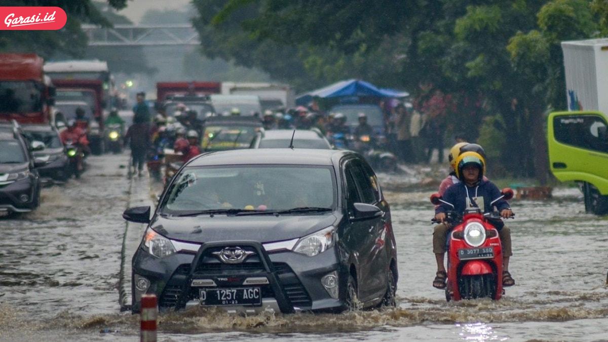 Mobil Matik Terendam Banjir?! Begini Cara Penanggulangannya
