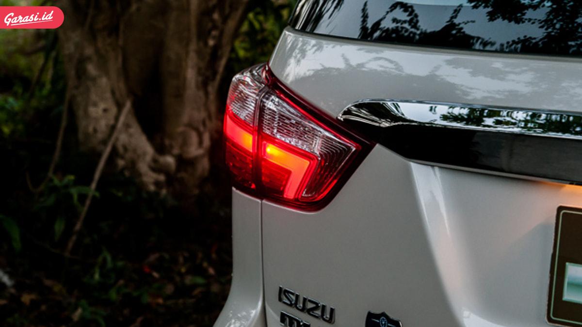 Alasan Mengapa Lampu Belakang Mobil Berwarna Merah, Orange dan Putih