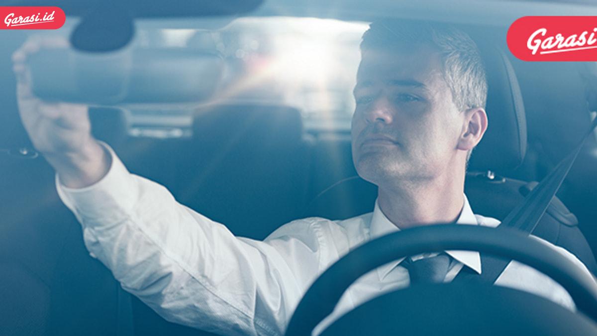 Berkendara Dekat Kendaraan Besar, Lebih Baik Menghindar