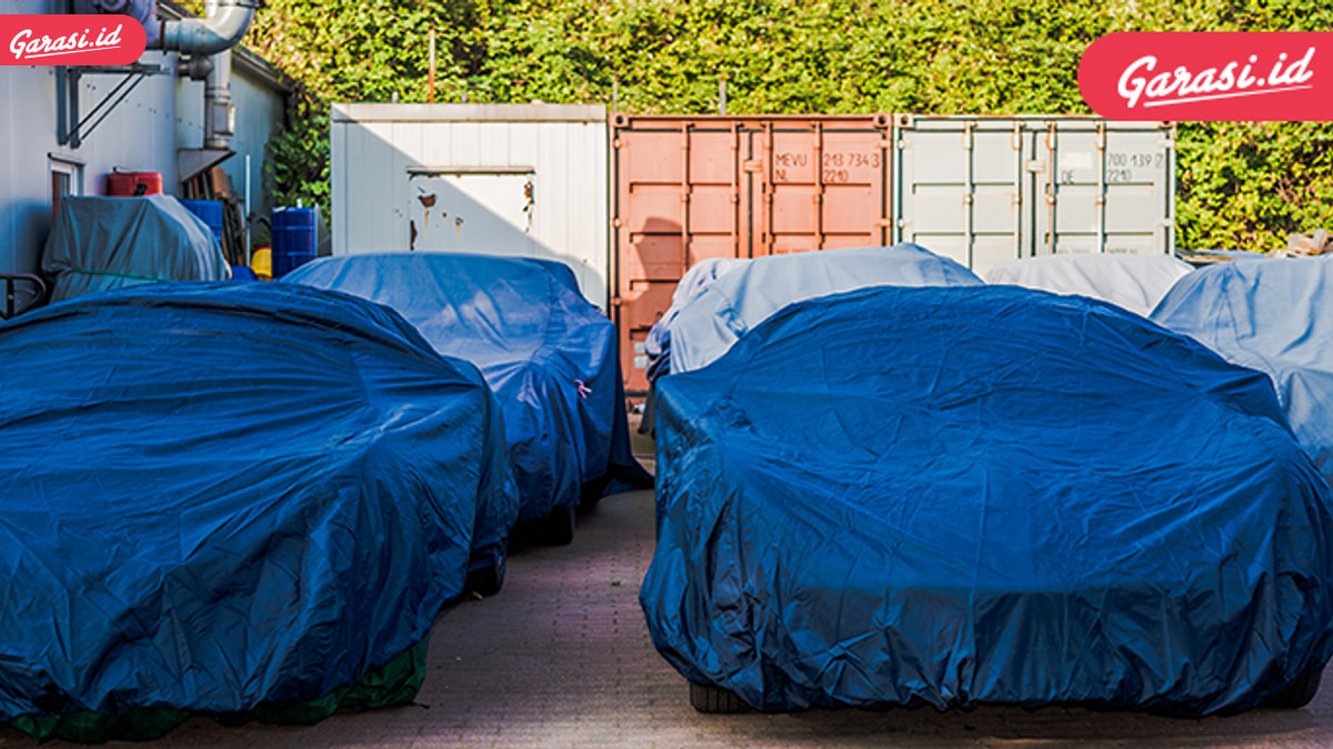 Ketahui Bahaya Pakai Sarung Mobil Warna-warni