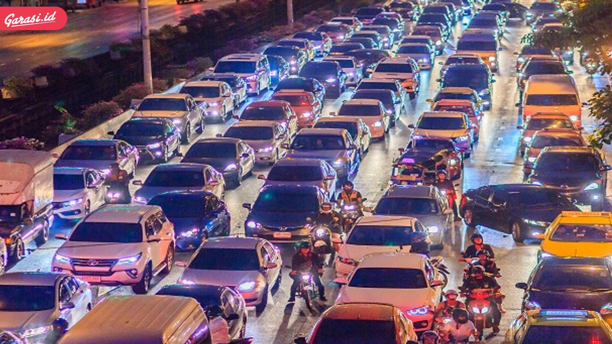Sudah Mulai Macet, Ini Sebab Berkendara di Jakarta Boros Bensin