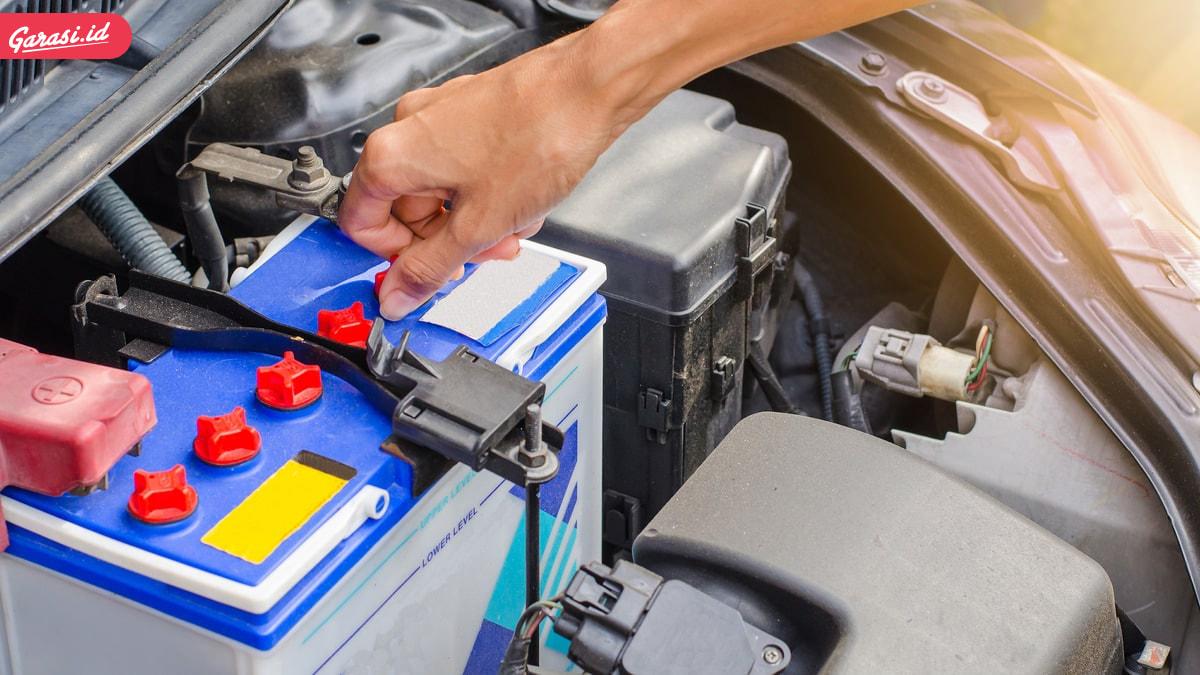 Kenali 5 Jenis Aki Mobil, Perbedaan dan Cara Melakukan Perawatannya