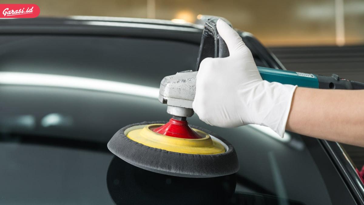 10 Tips Cara Membersihkan Kaca Mobil Berjamur