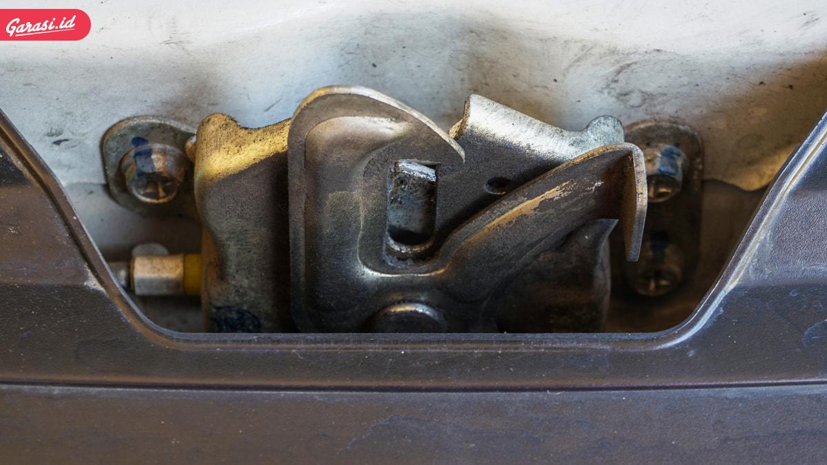 Tutup Kap Mesin Dibanting atau Ditekan Sebenarnya? Simak Penjelasannya