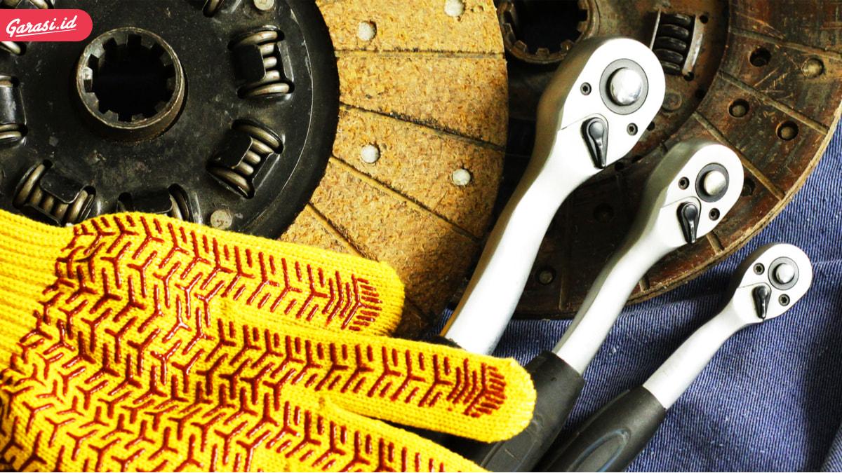 Pedal Kopling Mobil Keras atau Berat? Ini Penyebab dan Solusinya