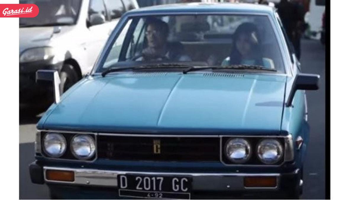 Cerita Mobil Dalam Film Dilan 1990