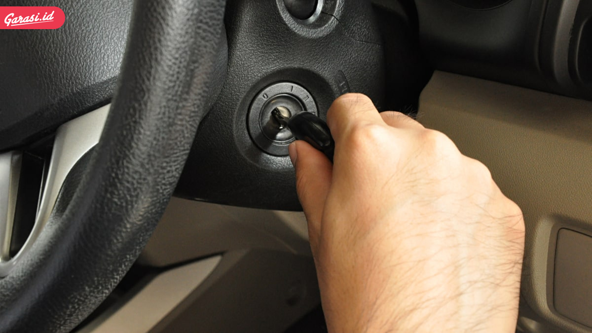 Memilih Oli Mesin Mobil Harus Tepat. Berikut Tips dan Tanda Oli Mobil Harus Diganti