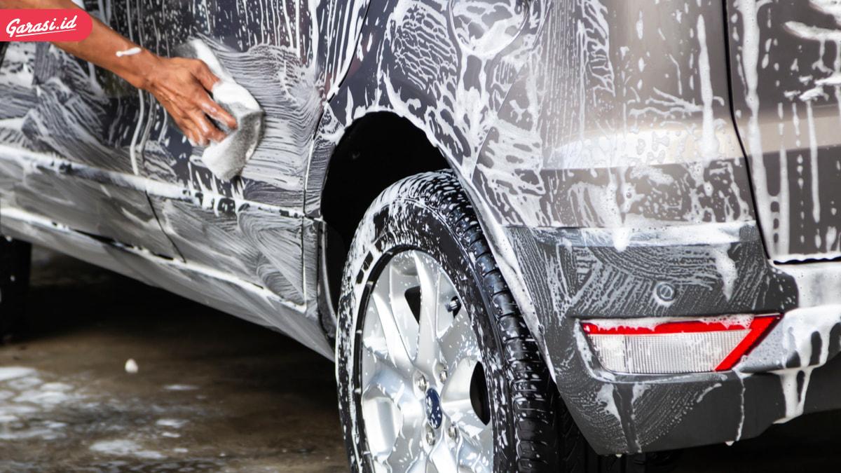 Ritual Cuci Mobil, Yang Benar Dari Atas atau Bawah Dulu?