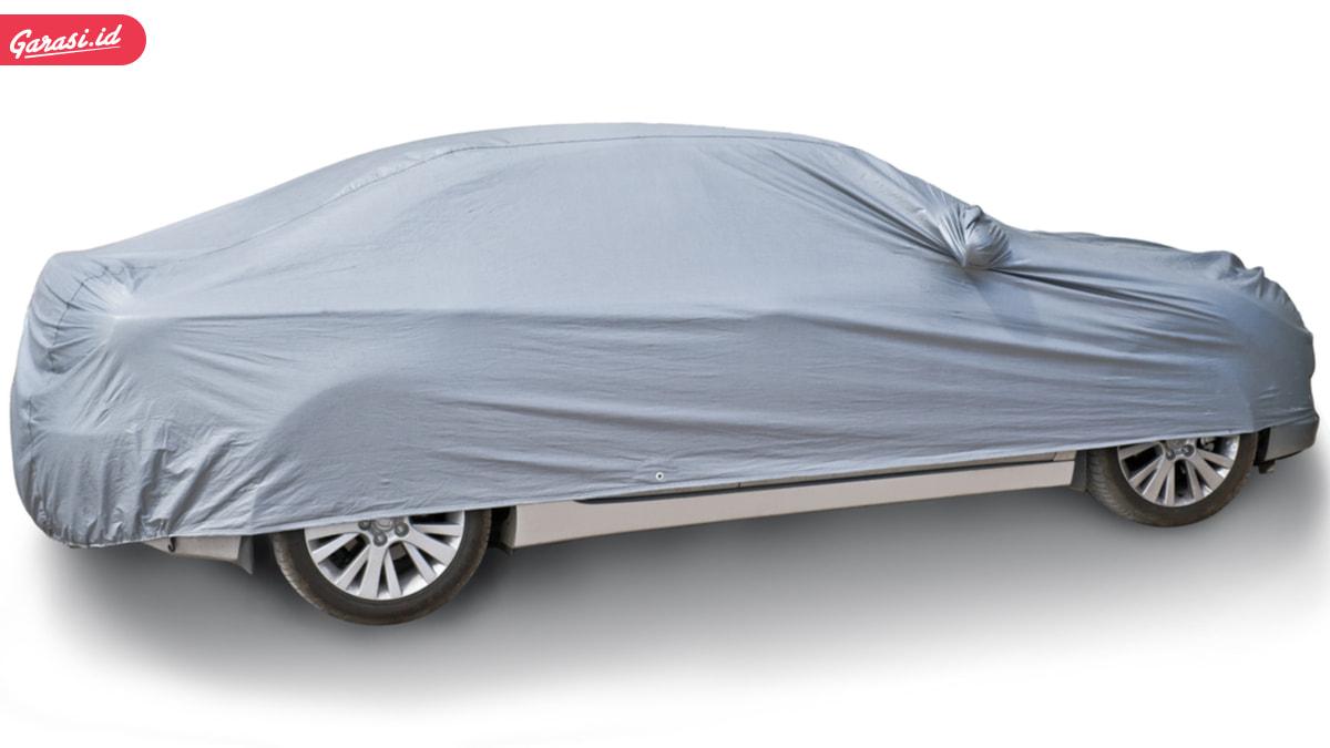 Ketahui Bahaya Pakai Cover Mobil Warna-warni