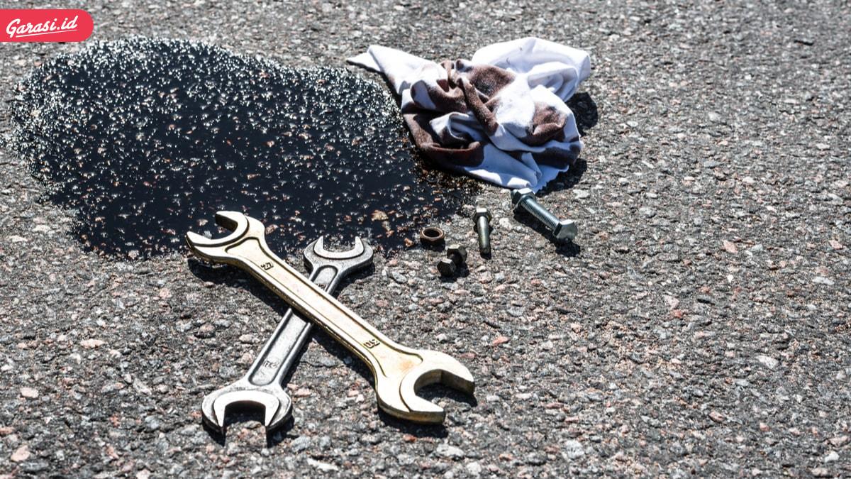 Mencium Bau Oli Terbakar Pada Mobil? Jangan Panik, Lakukan Pengecekan Berikut