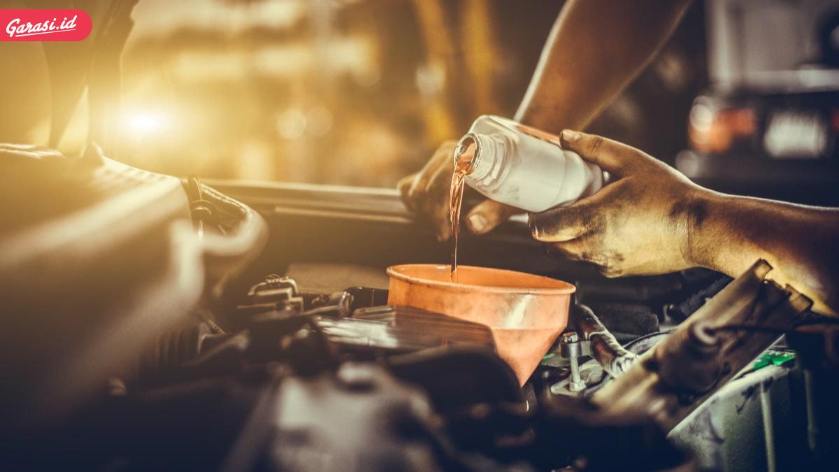 Benarkah Sering Mengganti Merek Oli Berbahaya ? Berikut Tips Penggantian Oli Mesin Mobil Secara Berkala yang Benar