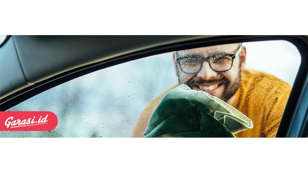 Penggunaan lap microfiber sangat baik untuk merawat bodi mobil