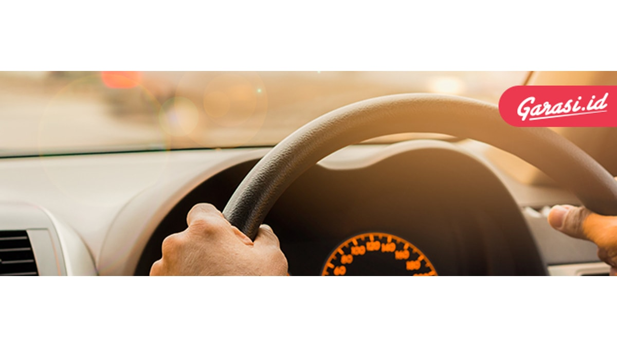 Jika peredam kejut sudah rusak atau lemah, pengendalian mobil pun akan sangat berbahaya