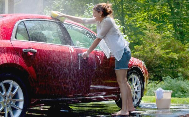 Mecuci Mobil Dengan Semprotan Air Tekanan Tinggi, Ini 3 Bagian Yang Rawan Rusak