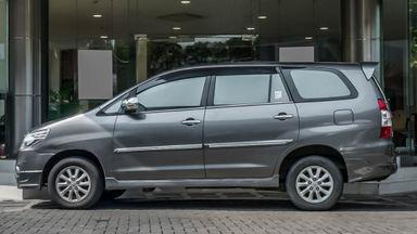 2014 Toyota Kijang Innova V 2.0 - Mobil Pilihan (s-1)