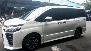 2017 Toyota Voxy 2.0 - Mobil Pilihan (s-4)