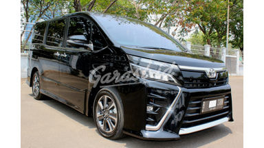 2018 Toyota Voxy at - Good Condition Terawat & Apik