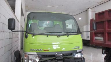 2011 Hino Dutro 300 110 SD - Siap Pakai (s-1)