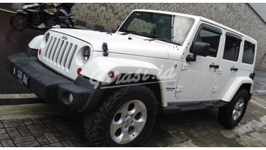 2014 Jeep Wrangler Unlimited Sahara - Tangguh Super Istimewa