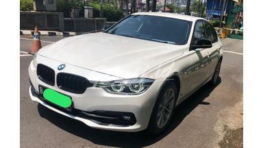 2016 BMW 3 Series 320i F10 Sport - Mobil Pilihan