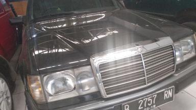 1992 Mercedes Benz E-Class e230 - mulus terawat (s-1)