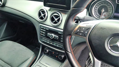 2014 Mercedes Benz CLA 200 . - Mobil Pilihan (s-5)