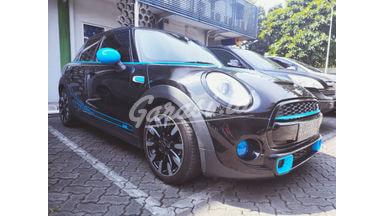 2015 MINI Cooper S .