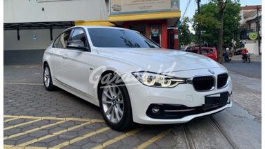 2018 BMW 320i Sport - Mobil Pilihan