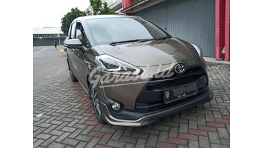 2017 Toyota Sienta Q - Tangan pertama dari baru