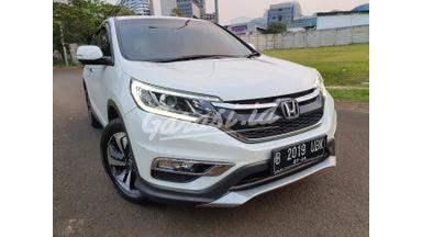 2015 Honda CR-V 2.4 - Mobil Pilihan